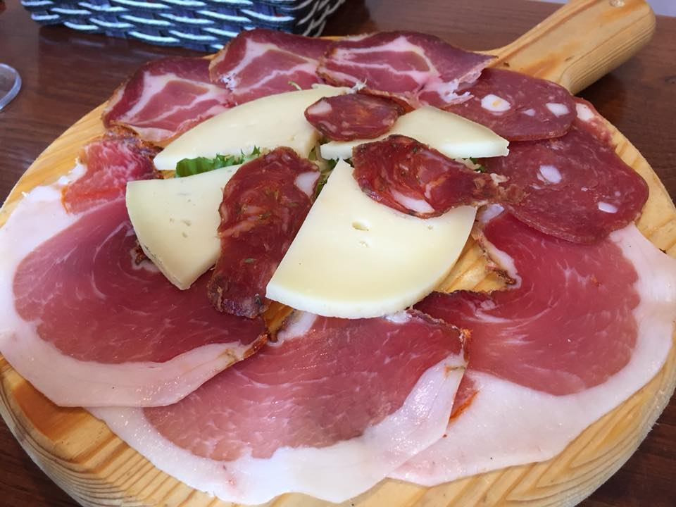 Ustaria Rosella, tagliere di salumi e formaggi