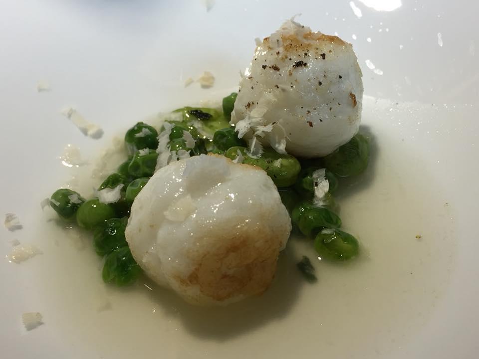 Locanda Severino, gnocchi di seppia con piselli in brodo di fave
