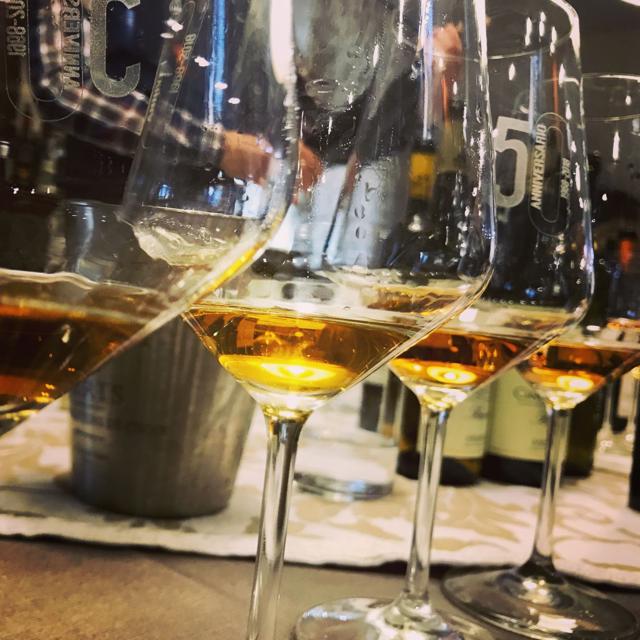 I 50 anni di Sassarini ed il vino tra cielo e mare