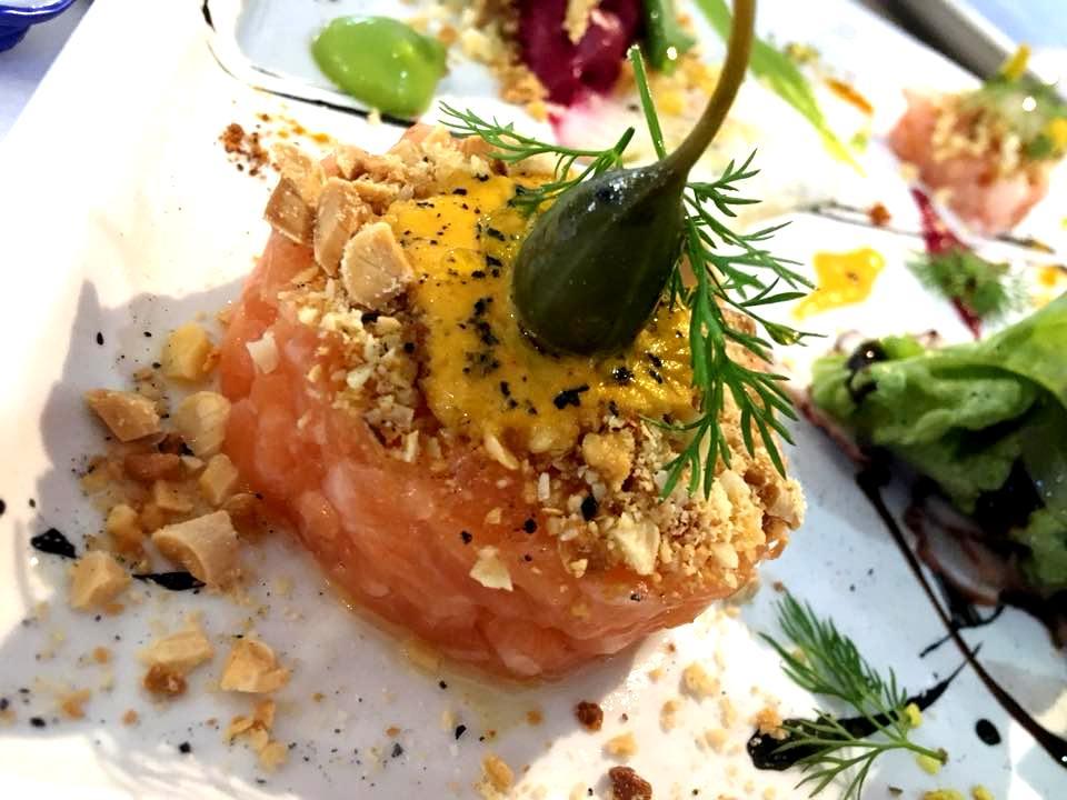 Osteria Del Mare - Tartare di Salmone, Salsa al Peperone & Frutta Secca
