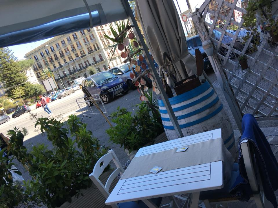 Osteria Del Mare - L'Esterno su Piazza Sannazzaro