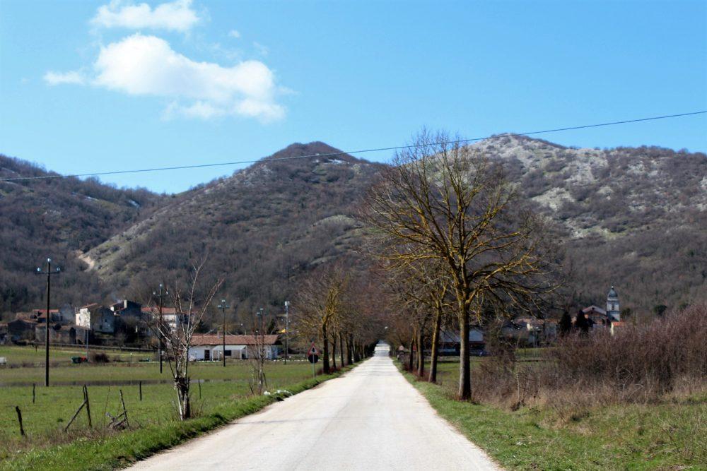 La Signora di Conca Casale – l'ingresso del paese