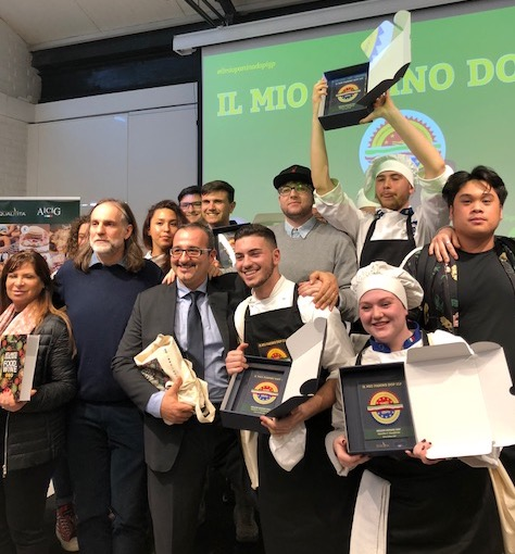 La squadra vincitrice del panino giudicato più buono dell'istituto Alberghiero Amerigo Vespucci di Roma