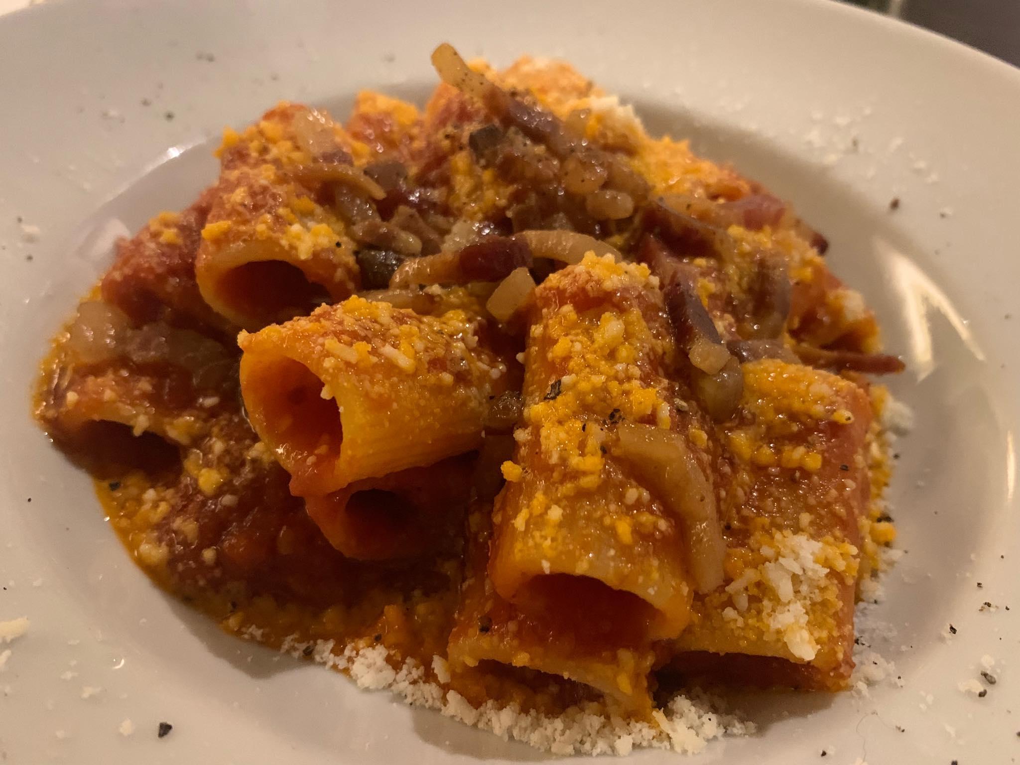 L'amatriciana, uno dei piatti simbolo della cucina romana