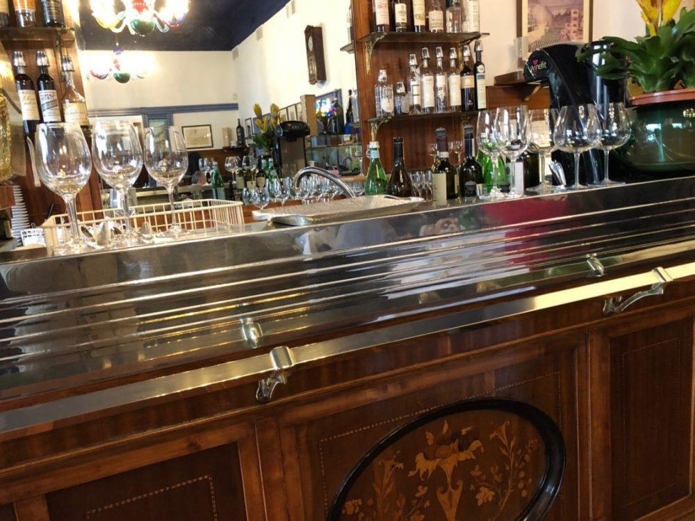 Trattoria Masuelli, Milano, dettaglio mobile bar