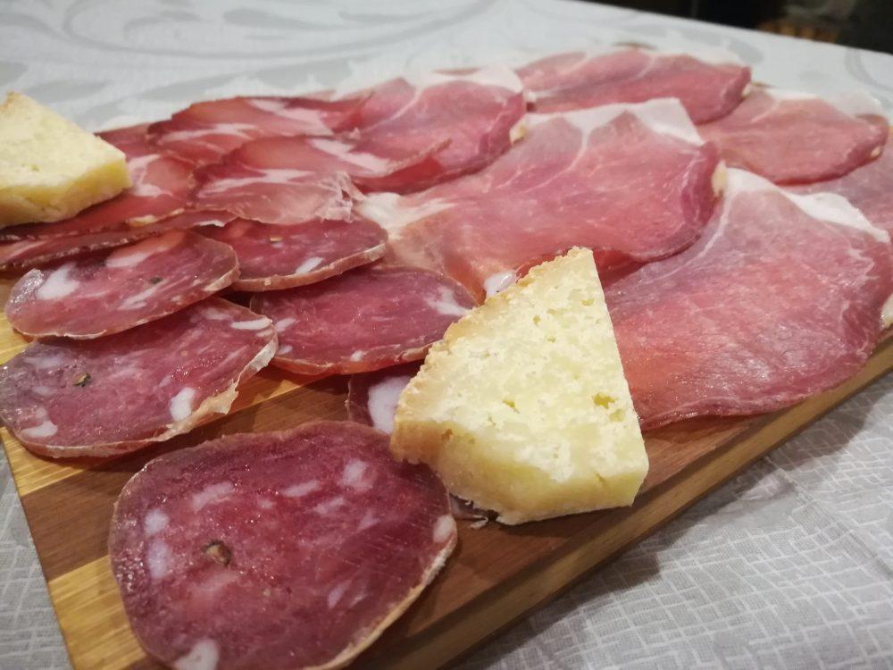 Trattoria il Mantice - I Salumi ed il Pecorino stagionato locali.