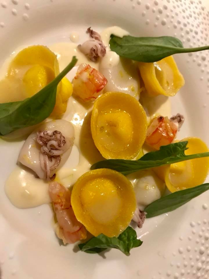 I Portici. Tortelli in bianco, gamberi, calamaretti e limone