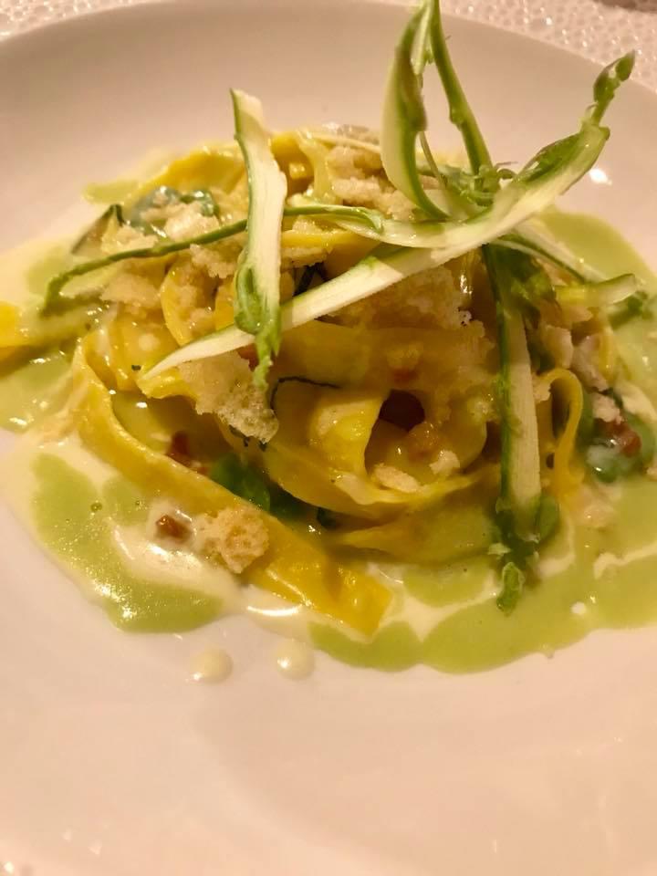 I Portici, tagliatelle doppie lardellate, asparagi, fave, pecorino alla menta