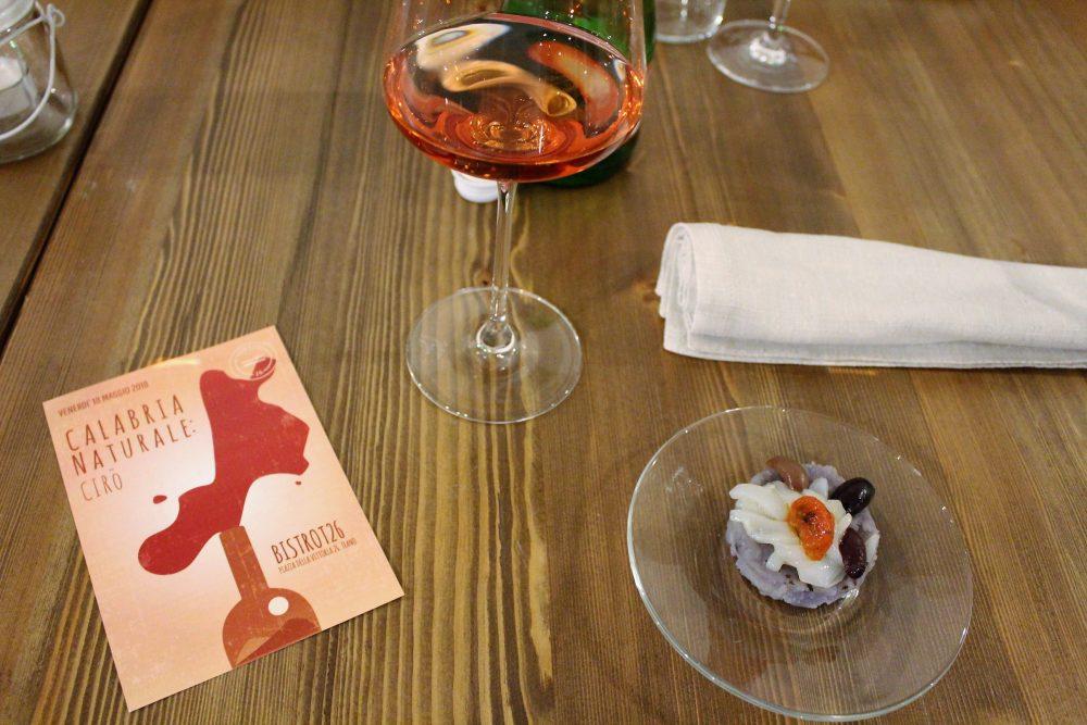Bistrot 26 – seppia cruda in julienne, con patate viola di Avezzano e pomodori confit