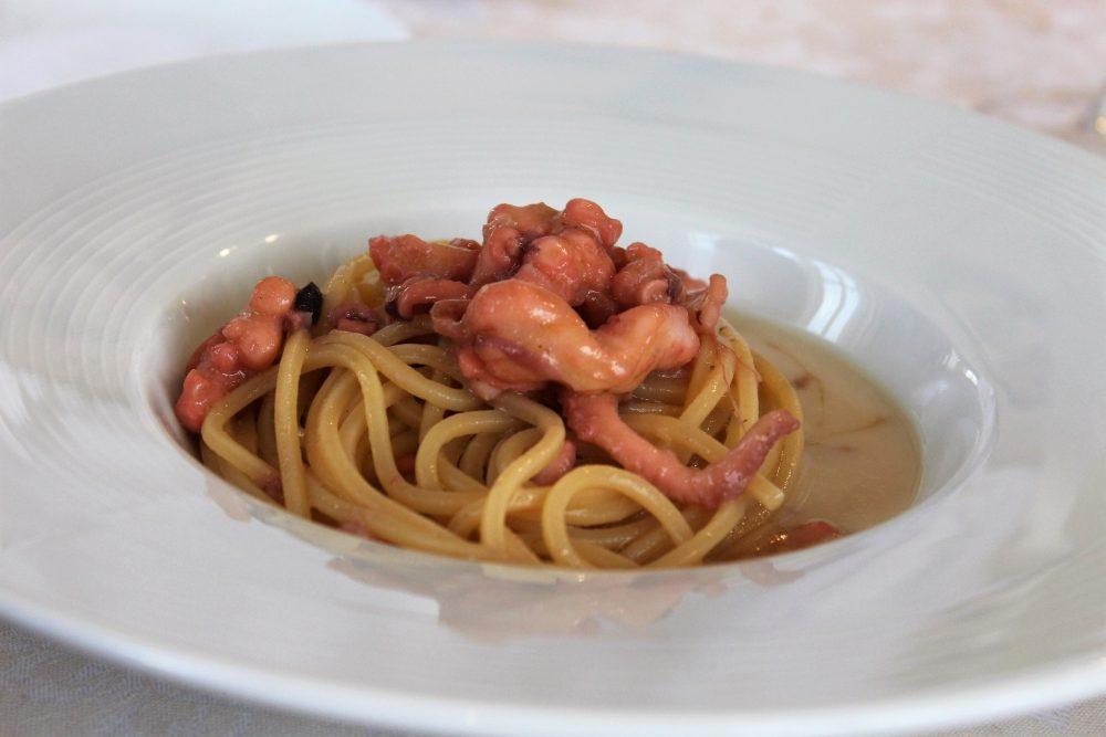 Giulio Restaurant Spaghetti con ragout bianco di polipetti del Tirreno