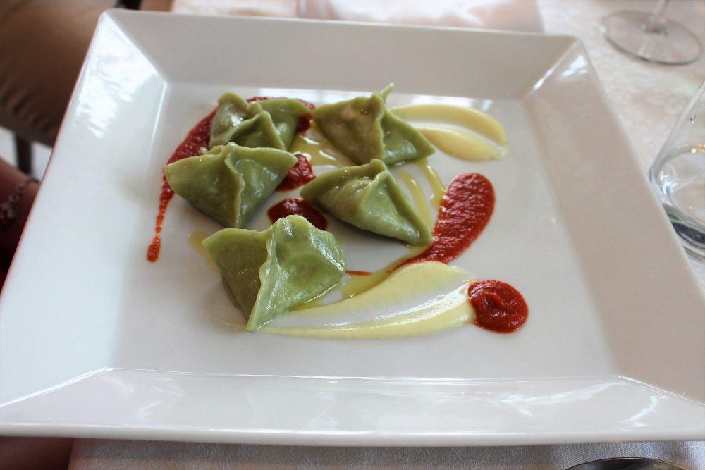 Giulio Restaurant un primo con ravioli artigianali al basilico