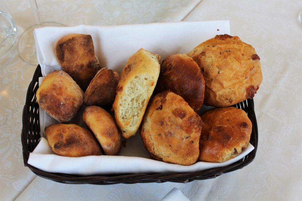 Giulio Restaurant i pani con il libum