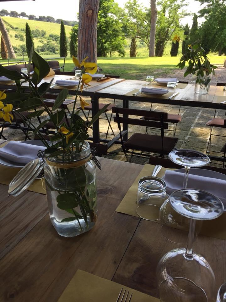 Casali del Pino, i tavoli all'aperto