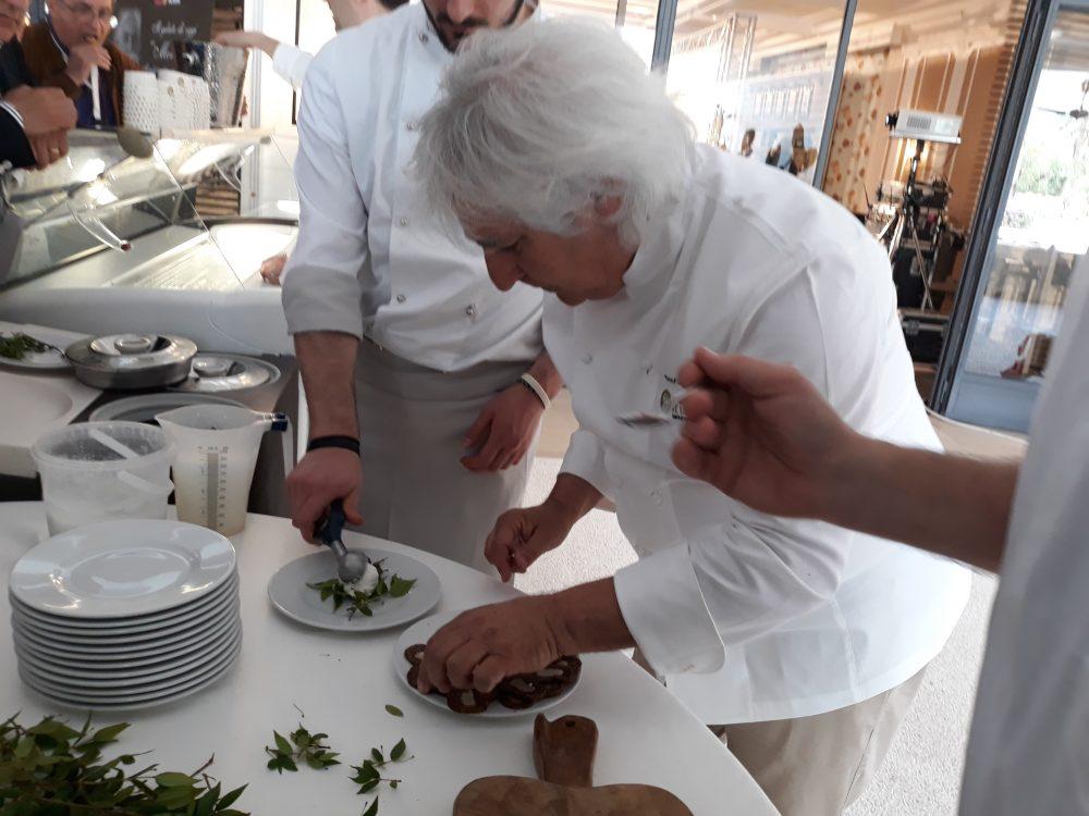 Enzo Crivella durante la sua degustazione