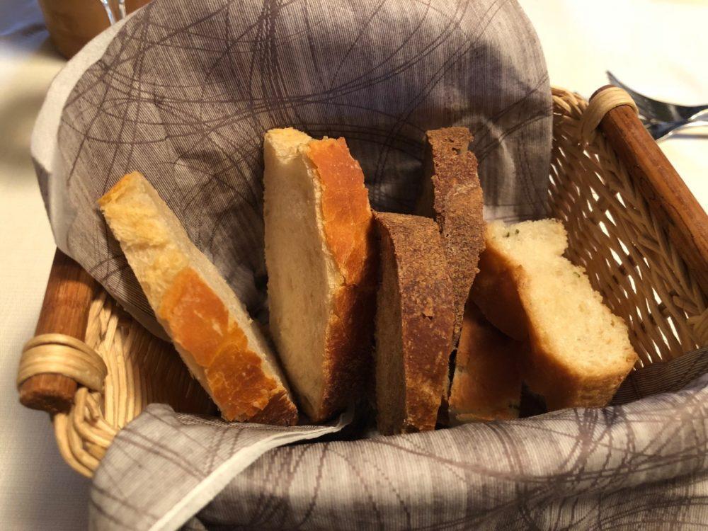 La Canonica, il pane preparato con lievito madre