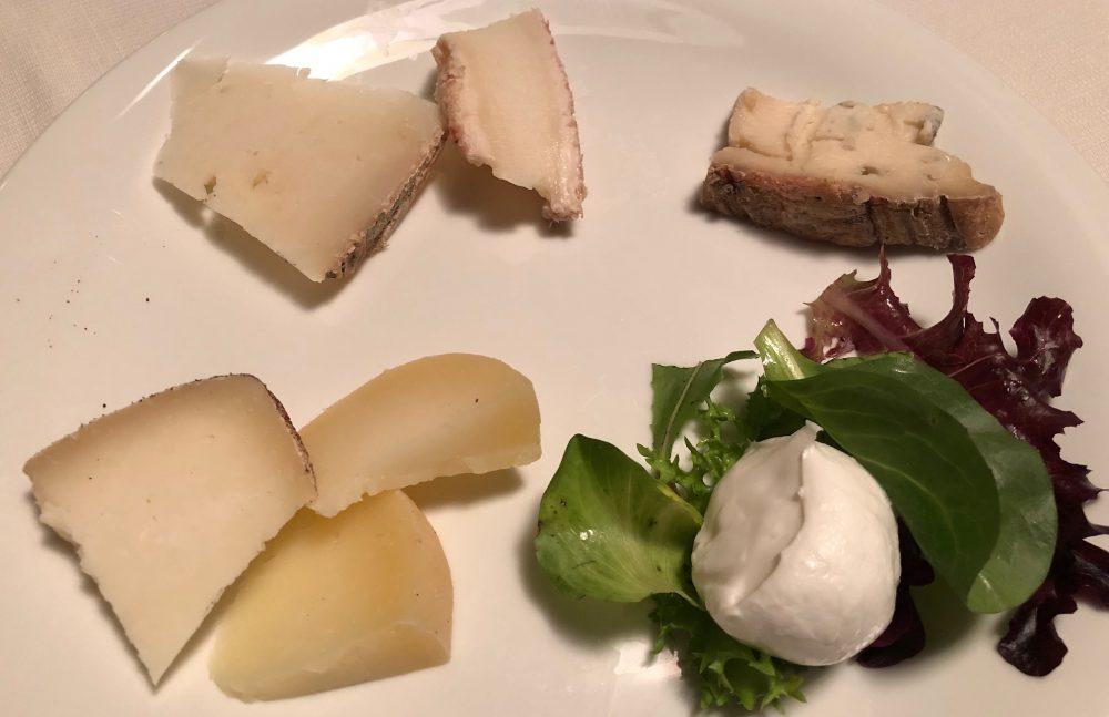 La Canonica, il piatto dei formaggi, produzione locale, autori 3 pastori marchigiani