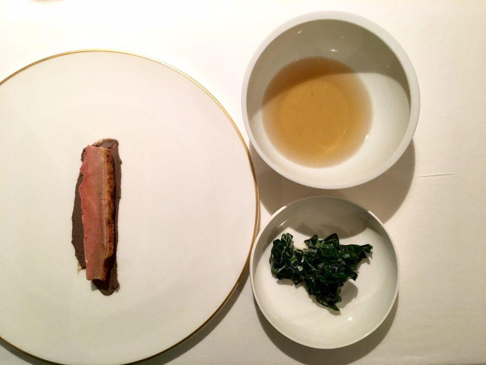 Reale, anatra fredda, acqua affumicata e spinaci