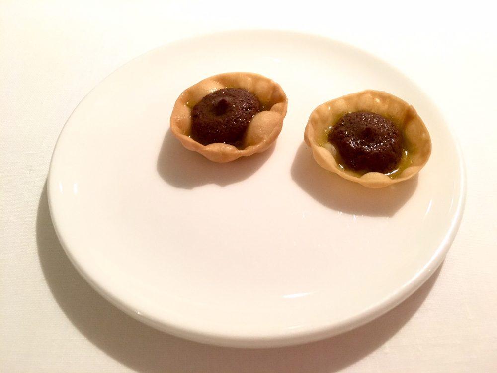 Reale, crostatina olive nere e olio