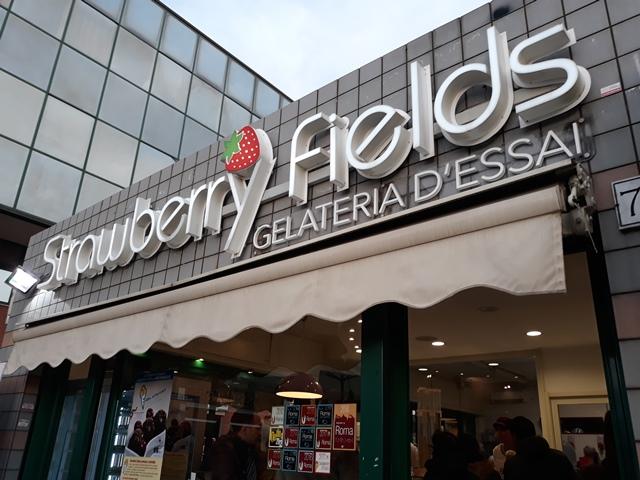 Strawberry Fields - La gelateria all'esterno