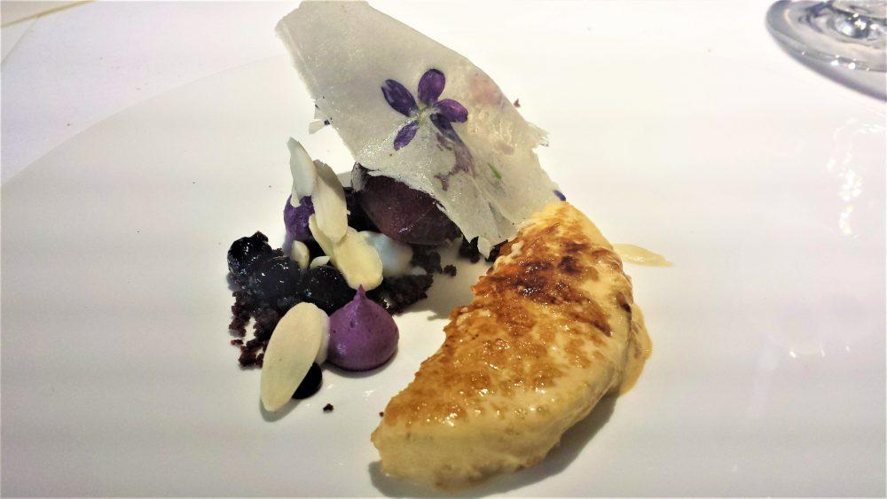 Filippo Mud, N'uovo, crema di latte caramellata, mirtillo rosso