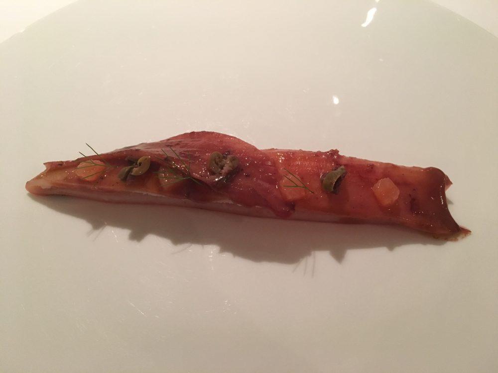 Reale, calamaro arrosto, pompelmo rosa e olive nere