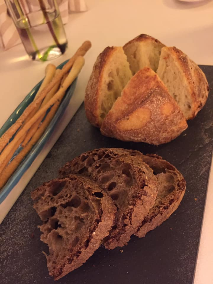 Il Buco a Sorrento, pane e grissini