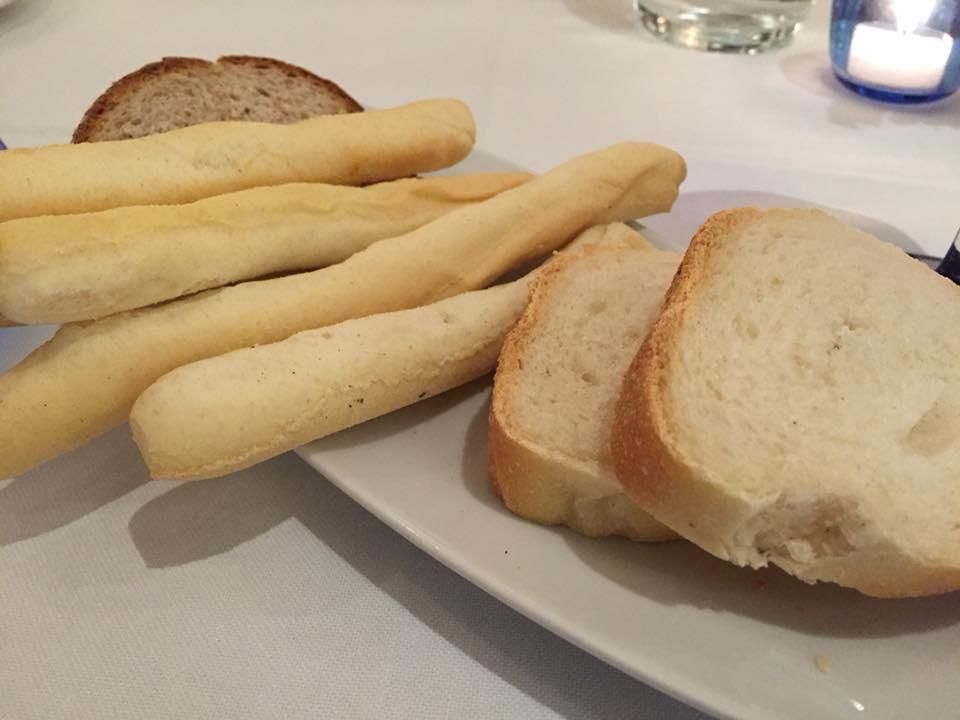 La Caravella, pane e grissini