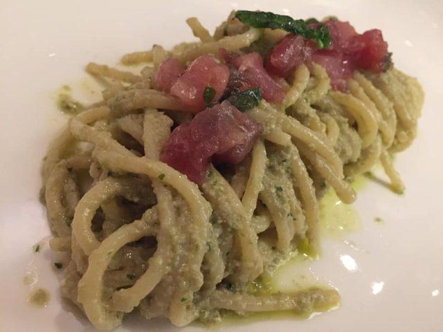 La Caravella, il Menu dei 60 anni, spaghettoni di Gragnano con pesto all'amalfitana, colatura di alici e tonno crudo