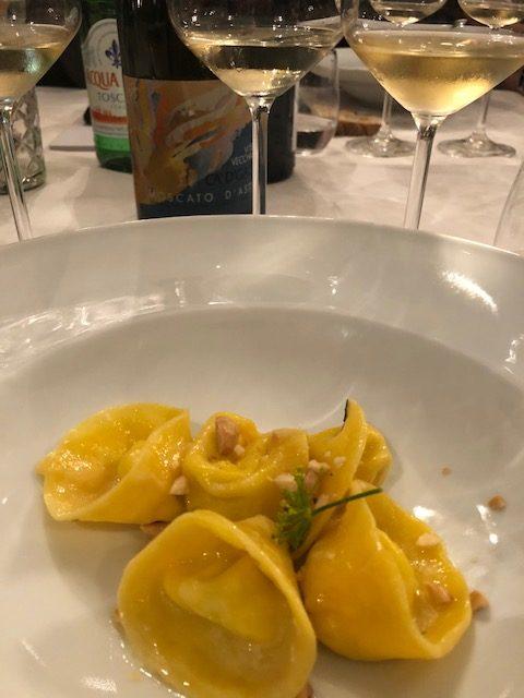 Al Ristorante Al Ceppo - Ravioli di ricotta e arancia e nocciole proposti con il Moscato d'Asti Vite Vecchia 2014