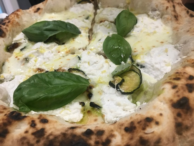 I Masanielli Sasa' Martucci - Pizza Sorrentina
