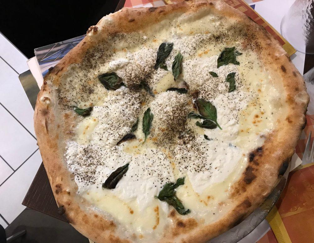 La Terrazza, pizza con Bufala, ricotta e pepe nero