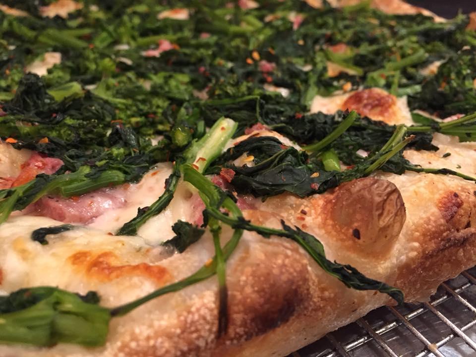 PQR New York, broccoli e salsiccia appena uscita dal forno