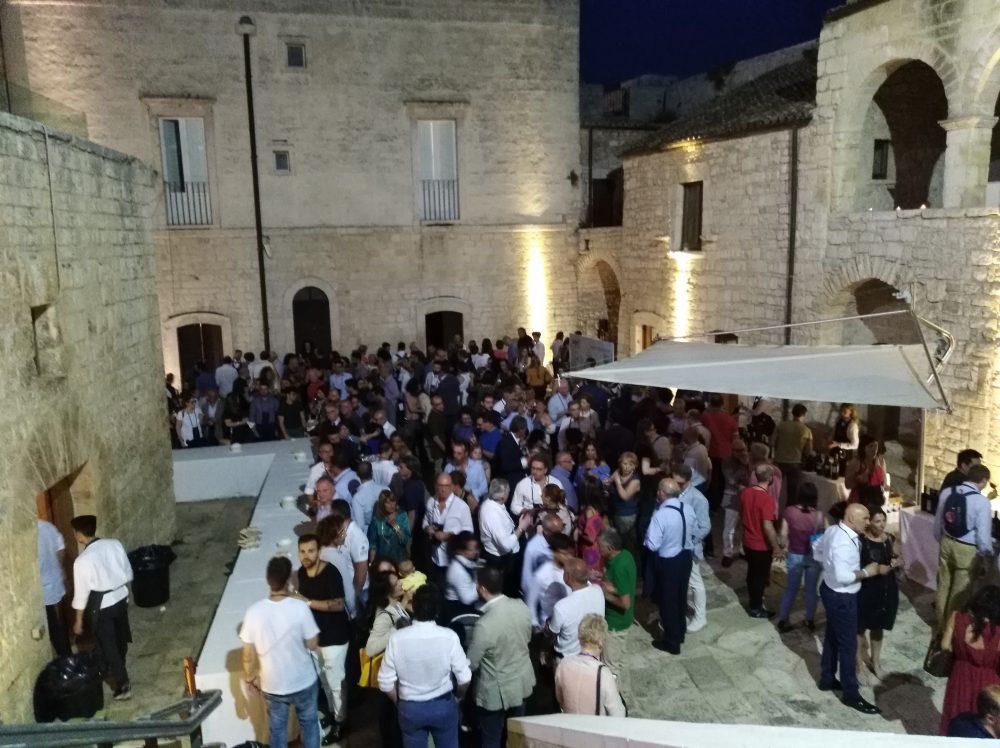 Radici del Sud, Pubblico presente alla degustazione serale nel Castello di Sannicandro