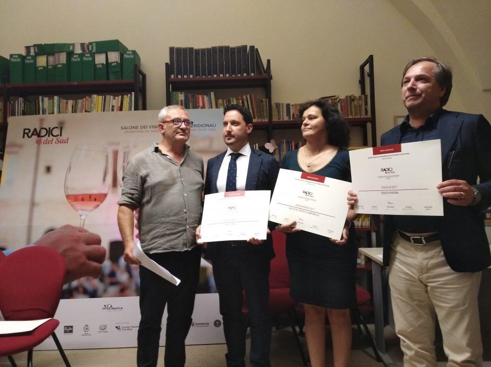 Radici del Sud Tra i premiati a sx Rosario Liguori dell'azienda Cobellis di Vallo della Lucania