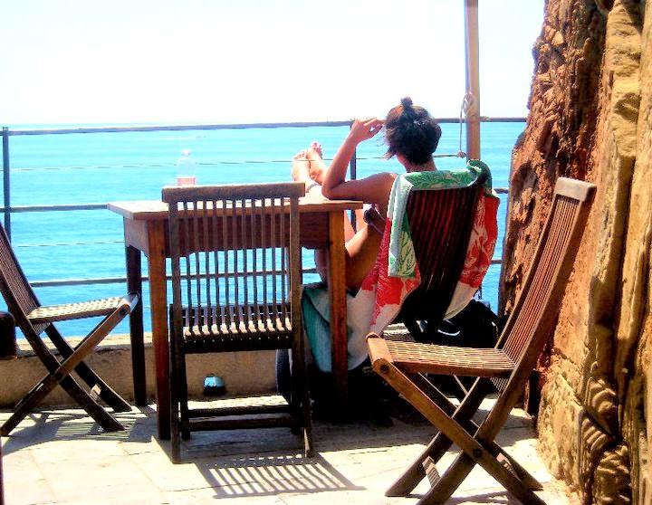 Una terrazza a picco sul mare