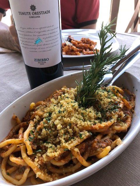 Lo Zibibbo di Tenute Orestiadi con pasta con le sarde