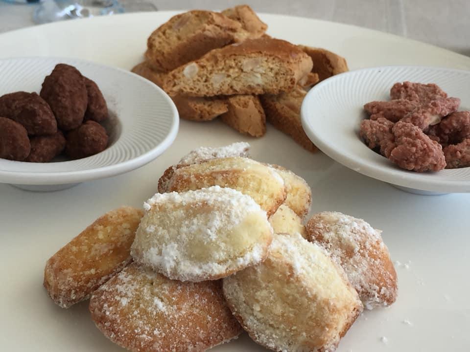 Mamma' a Capri, pasticceria secca e mandorle