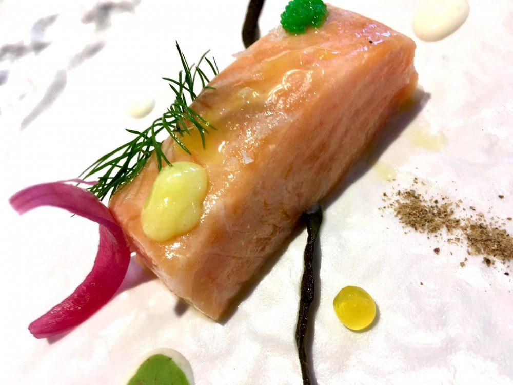 President - Salmone Fagiolino di mare, Capperi, Yogurt di Bufala, Cipolla caramellata e Caviale di Wasabi
