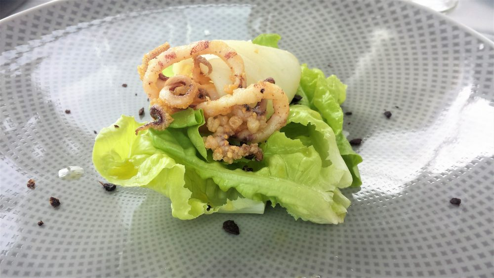 L'Agave, calamaro lattuga e briciole di olive