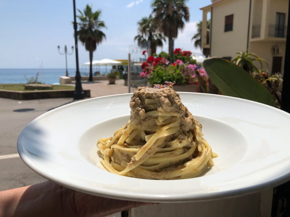 La Cantinella, Villammare, linguine, bottarga fresca di tonno e pomodorini gialli