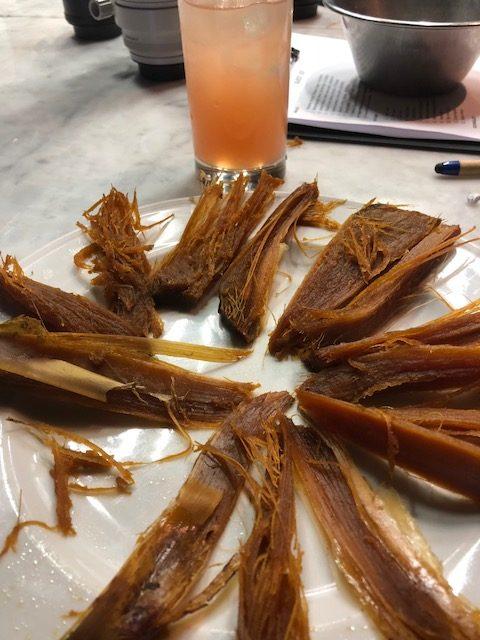 Le fibbre dell'agave da cui si ricava la tequila sono all'assaggio dolci e fruttate con sentori di albicocche e datteri, sciroppo d'acero