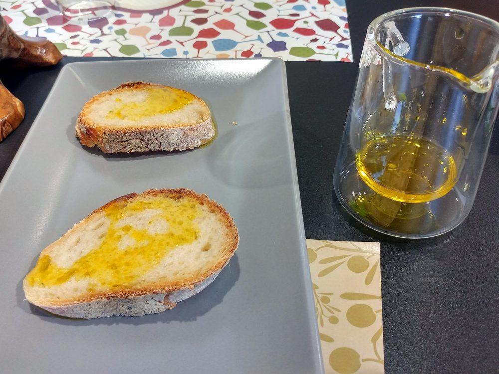 Mela', Napoli. Pane e olio