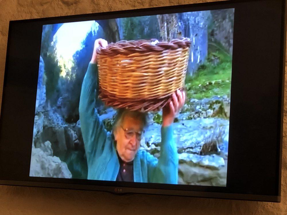 Osteria Diabasis, Donna con cesta