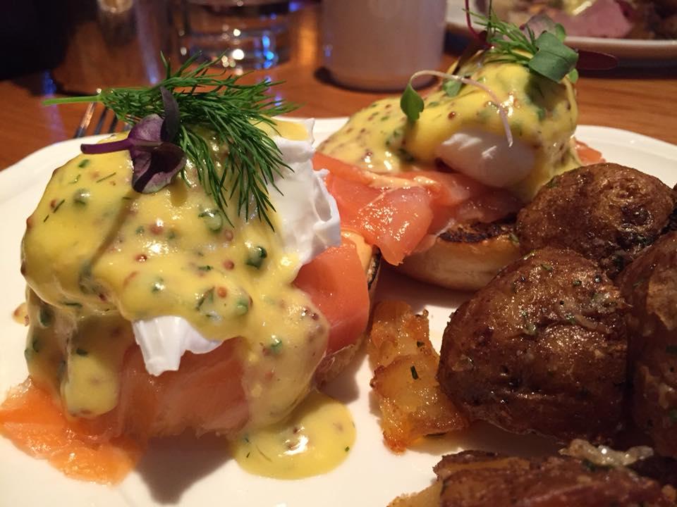 The Standard Hotel, eggs Benedict con salmone
