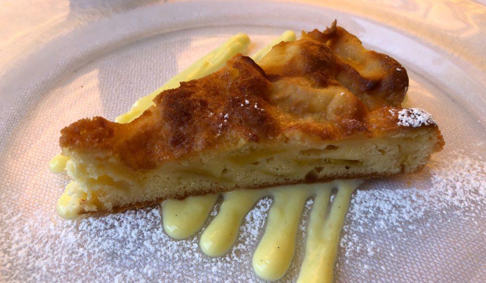 Trattoria Visconti, torta di mele della Val Brembana e crema inglese