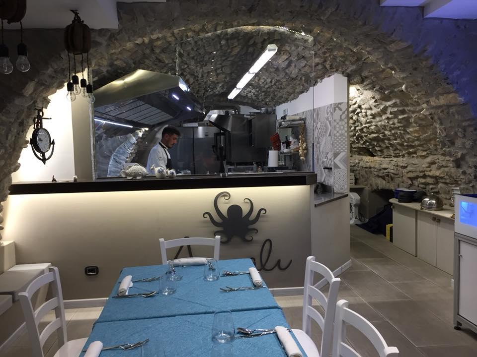 Annali', la sala con cucina