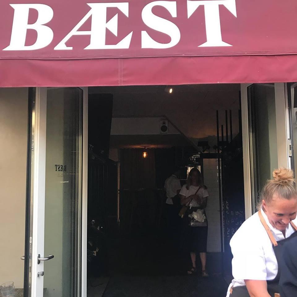 Baest, ingresso