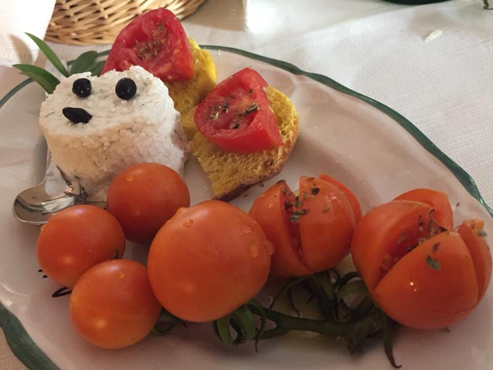 Corbella, pomodorini e ricotta con bacche di ginepro