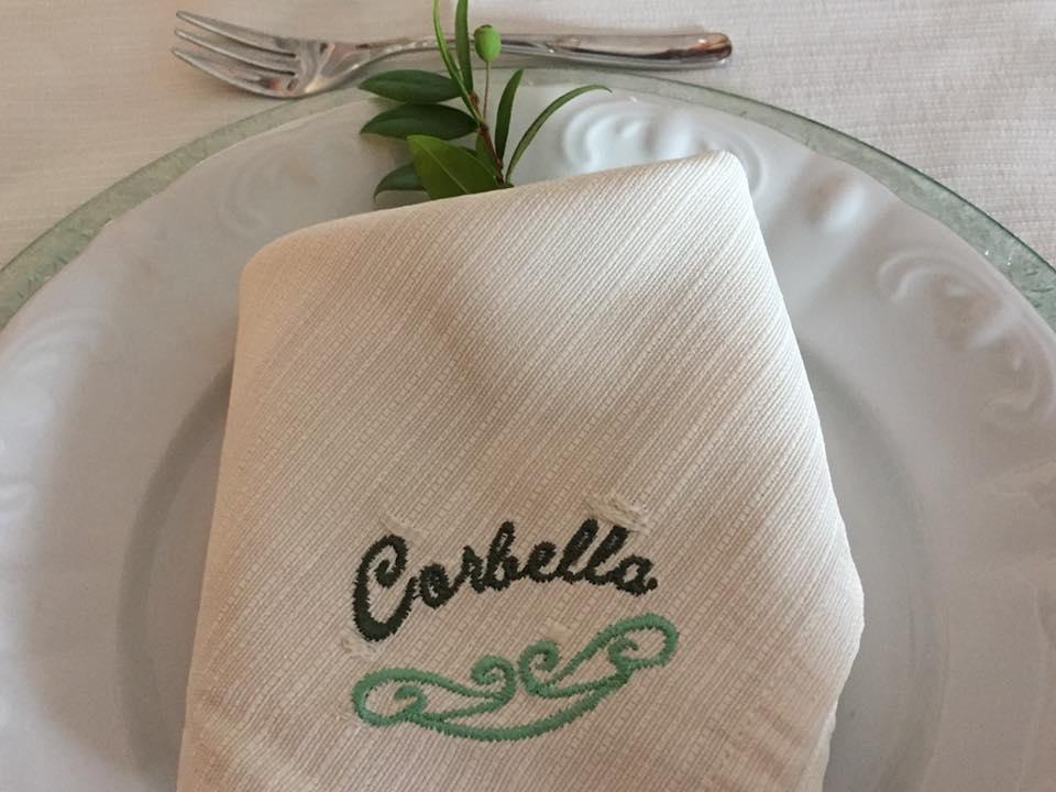 Corbella, il tovagliolo con il rametto di mirto