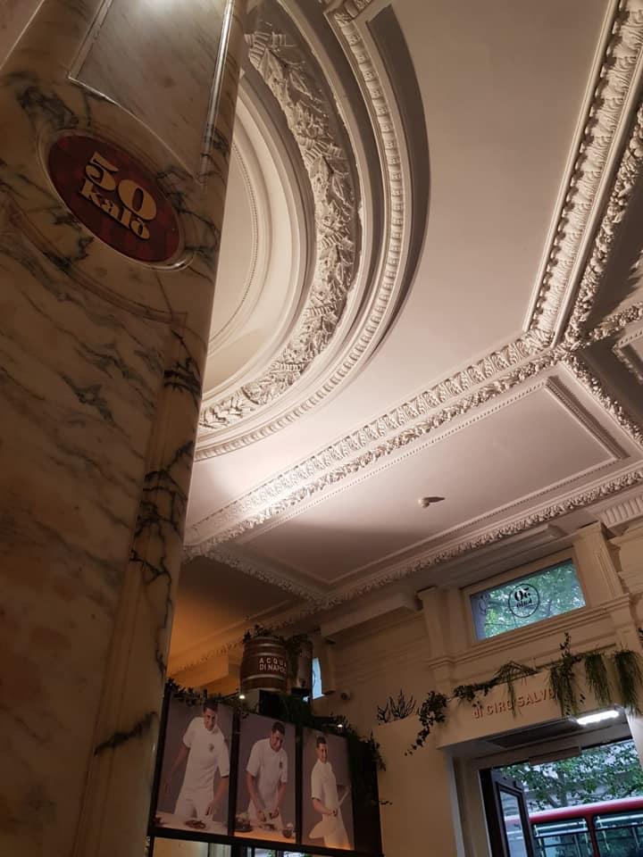 50 Kalo' Londra, scorcio del soffitto